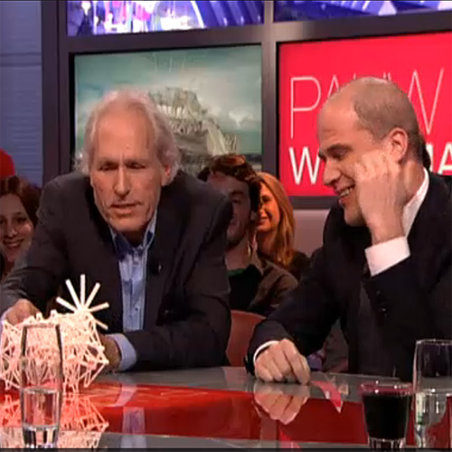 The 3D Printed Strandbeest in Dutch talk show Pauw en Witteman - Political party leaders Diederik Samsom and Alexander Pechtold amazed and exited